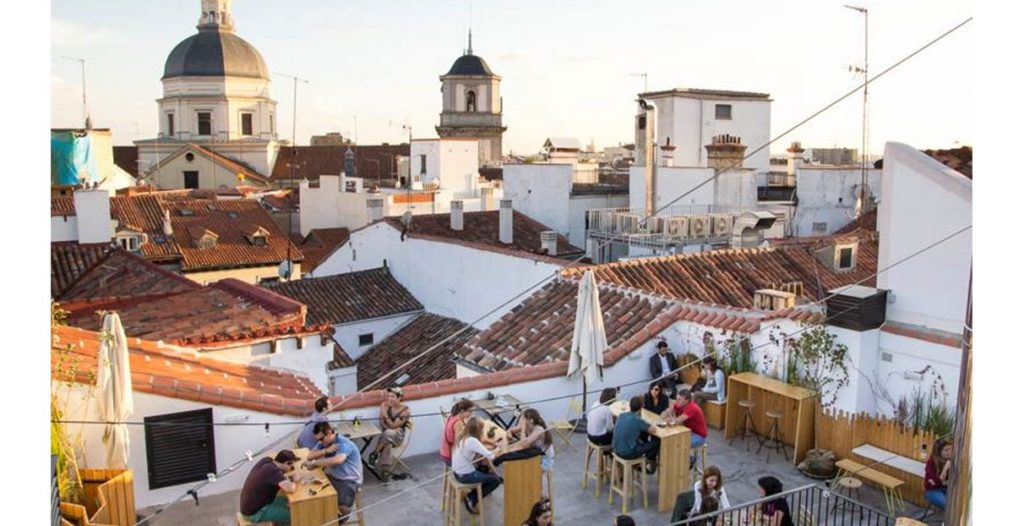 People eating in a rooftop